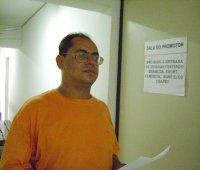 Gil Sobreira entregando a denúncia
