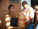 Prefeito Chico Antônio entregando filtro