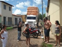 Populares e o caminhão