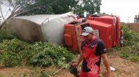 Caminhão piauiense que transportava equipamentos para o show da banda Aviões tomba no estado do Maranhão