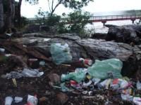 Lixo na Cachoeira