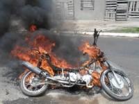 Moto pegando fogo