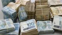 dinheiro-armario-320x18011